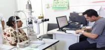 Más de 70 personas adultos-mayores se preparan para una operación de Catarata